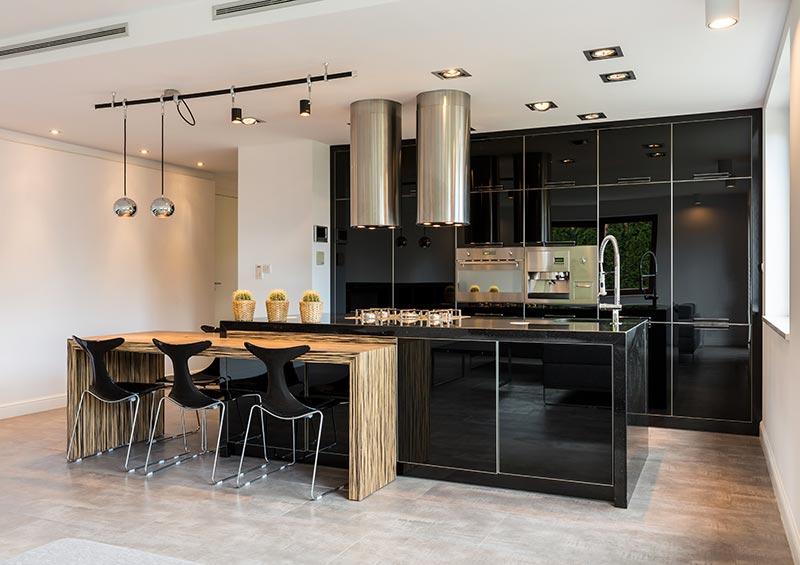 Cindy Cuisines laquée noir et bois moderne